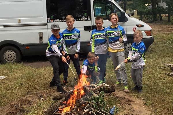 Ukrainas tähistasid noored Eest krossisõitjad ka jaanipäeva.