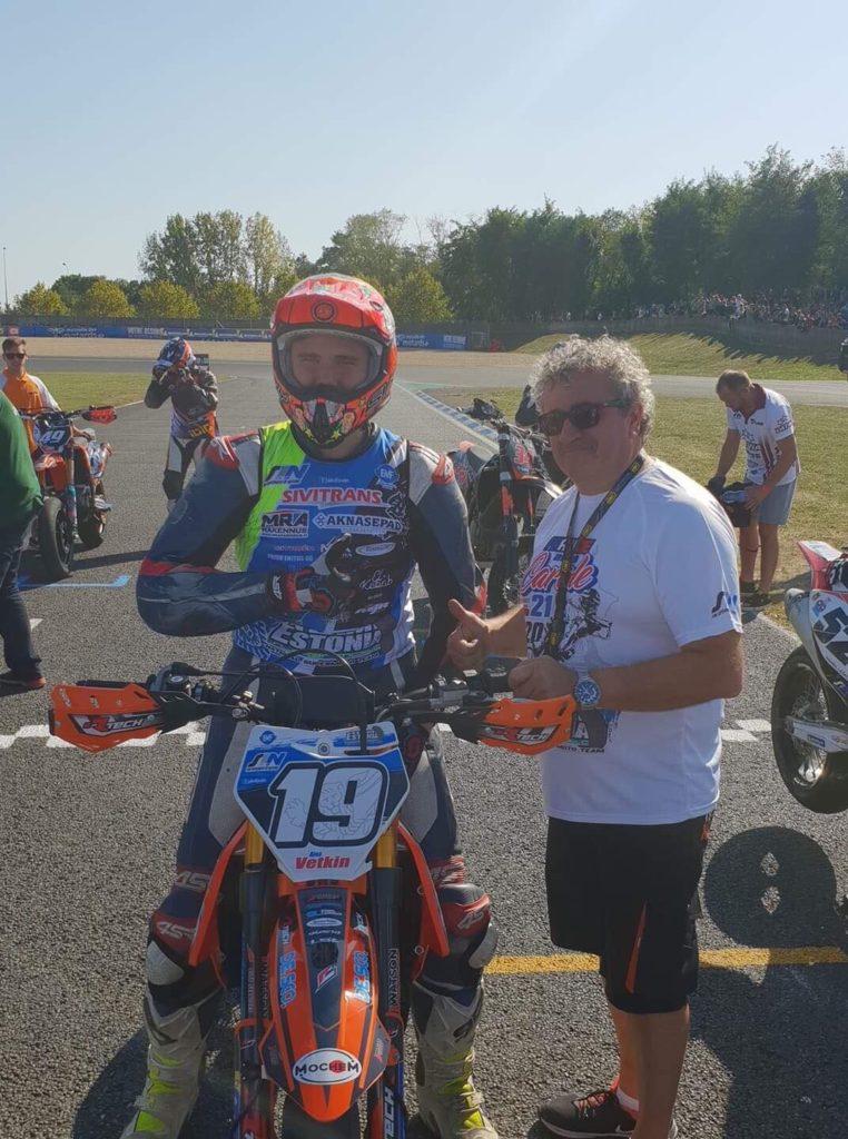 Alex Vetkin (19) koos KTM MTR tiimi juhi Franco Molloga.
